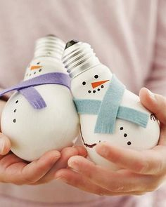 36 Easy Christmas Crafts - Light Bulb Snowmen