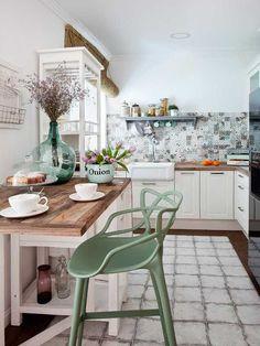 """Интерьер этой небольшой <a href=""""//www.micasarevista.com/casas/apartamento-decoracion-femenina"""" target=""""_blank"""">квартиры</a ..."""