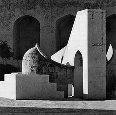 Andreas Volwahsen - Rashi at the Jantar Mantar, Jaipur @ Living Architecture - ANDREAS VOLWAHSEN | StoryLTD