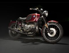 """BMW's This beautiful resto-mod comes from Urban Motor of Berlin; it's called """"Werkstattrenner"""" and it's a 1977 model bike, which was the first year for BMW's flagship. Motos Bmw, Bmw Motorcycles, Vintage Motorcycles, Custom Motorcycles, Custom Bikes, Bmw Cafe Racer, Cafe Racers, Bmw Classic, Classic Bikes"""
