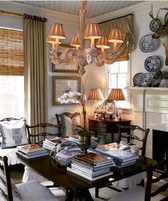 mark phelps interiors - beautfiul blue and white dining room, ma Maison dining room, book display, English Country Decor, French Country Decorating, Mark Phelps, Blue And White China, Blue China, Navy Blue, White Rooms, White Houses, White Decor
