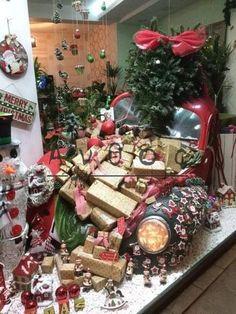 Βιτρίνα καταστήματος Gift Wrapping, Gifts, Gift Wrapping Paper, Presents, Wrapping Gifts, Favors, Gift Packaging, Gift