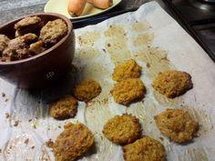 Jak upéct zdravé mrkvové sušenky | recept. Mrkev je velice dostupnou surovinou, která se Crinkles, Muffin, Cookies, Breakfast, Food, Biscuits, Crack Crackers, Morning Coffee, Essen