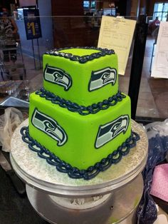 Celebrate the Seahawks' Super Bowl win with a themed cake at your wedding