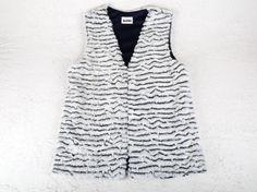 Los chalecos de pelo se han convertido en un MUST HAVE de esta temporada. Chalecos cortos o largos, de diferentes texturas, colores y sobre todo muy calentitos. Puedes combinarlos con cualquier estilismo. Talla unica. Ready To Wear, How To Wear, Tops, Women, Fashion, Fleece Hats, Jackets, Hair Wrap Scarf, Sweater Vests