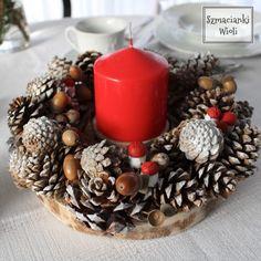 Świąteczny wianek Ornament Wreath, Ornaments, Christmas Wreaths, Xmas, Table Decorations, Holiday Decor, Home Decor, Decoration Home, Room Decor