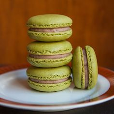 Ah yes…yet another French macaron recipe this week! Today it's Green Tea French Macarons with a rich Red Bean Buttercream. Traditional Asian flavors like grassy matcha green tea and smooth azuki . Macaron Filling, Macaron Flavors, Profiteroles, Croissants, Macaroon Recipes, Dessert Recipes, Red Bean Dessert, Biscotti, Green Tea Macarons