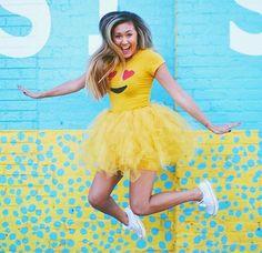 Fun DIY Halloween Costumes for Girls – Starbucks Costume Emoji Tutu Costume Emoji Halloween, Diy Halloween Costumes For Kids, Cute Costumes, Costume Ideas, Homemade Halloween, Teen Costumes, Group Costumes, Diy Tutu, Party Emoji