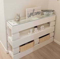 Trendy Small Pallet Furniture Home Decor Pallet Furniture Designs, Pallet Patio Furniture, Repurposed Furniture, Furniture Plans, Home Furniture, Furniture Movers, Furniture Online, Furniture Stores, Cheap Furniture