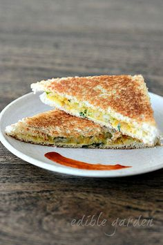 Aloo masala sandwich recipe, learn how to make easy tea time snack using a spicy potato filling and toasted bread. Popular Indian snack recipe for kids too! Grilled Vegetable Sandwich, Grilled Sandwich Recipe, Veg Sandwich, Sandwich Bread Recipes, Bread Sandwich Recipe Indian, Sandwich Fillers, Vegan Sandwiches, Breakfast Sandwiches, Breakfast Recipes