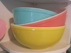 bowls:  love these vintage bows, I have the yellow one!
