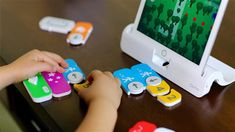 A list of great STEM toys and games for small kids to help them learn the basics of coding and develop their logical thinking. Teaching Kids, Kids Learning, Teaching Resources, Learn To Code, Play To Learn, Basic Coding, Computational Thinking, Teaching Programs, Cool Tech Gifts