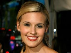 Maggie Grace Born in Worthington, Ohio, Grace went on to earn a Young Artist Award nomination in 2002 with her portrayal of murder victim Martha Moxley in the television movie Murder in Greenwich. Stretch Mark Cream, Stretch Marks, Blond, Jane Austen Book Club, The Taken, Maggie Grace, Anti Cellulite, Blake Lively, American Actress