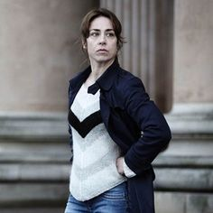 Sarah Lund's new jumper for The Killing season 3 Mon préféré ! Lund, Detective, Navy Wool Coat, Jumpers For Women, Scandinavian Design, Her Style, Knitwear, Knit Crochet, Beautiful Women