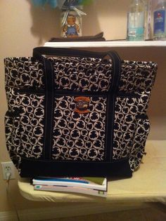 the professional tote. great for travelling December 2013, Suitcase, Diaper Bag, Sewing Projects, Quilts, Travelling, Bags, Handbags, Comforters