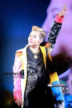 (GD Jiyong / G Dragon ♡ One of a kind 2013 World Tour #Kpop #BigBang)