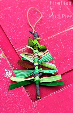 Photo: I adore this scrap ribbon ornament! - This is complete genius from +Melissa Lennig  - http://www.firefliesandmudpies.com/2013/12/14/scrap-ribbon-tree-ornaments/  {photo from her post}  #Christmas #Christmastree #homemadeornaments  #ornaments #holiday