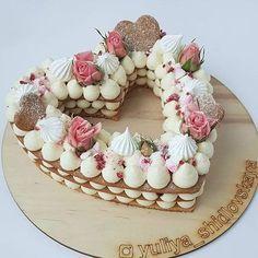 Heart shaped cream tart cake - Valentine's Desserts & Treats - Pretty Cakes, Beautiful Cakes, Amazing Cakes, Alphabet Cake, Cake Lettering, Decoration Patisserie, Heart Cakes, Heart Shaped Cakes, Shaped Cookie