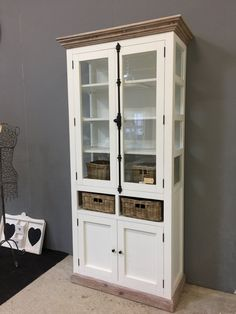 Landelijke witte vitrinekast; espagnolet en mand 104 cm. AW1010 China Cabinet, Storage, Bookcases, Furniture, Home Decor, Style, Homemade Home Decor, Bookshelves, Libraries