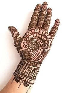 Check out the 60 simple and easy mehndi designs which will work for all occasions. These latest mehandi designs include the simple mehandi design as well as jewellery mehndi design. Getting an easy mehendi design works nicely for beginners. Henna Hand Designs, Mehndi Designs Finger, Indian Henna Designs, Latest Bridal Mehndi Designs, Simple Arabic Mehndi Designs, Full Hand Mehndi Designs, Mehndi Designs 2018, Mehndi Designs For Beginners, Mehndi Designs For Girls