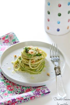 """""""Non il solito spaghetto""""  Ricetta super veloce e non ci crederete, ma anche chi non ama le zucchine ora la prepara.   http://www.amatelier.com/rubriche/amascoprire/item/495-non-il-solito-spaghetto"""