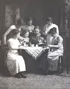 Tasseography, or tea leaf reading, is a form of fortune telling that interprets patterns in tea leaves. It first became popular in the century after Dutch merchants introduced tea to Europe. Reading Tea Leaves, Tea Reading, Old Photos, Vintage Photos, Gypsy Life, Fortune Telling, Tarot Readers, Tea Art, The Conjuring