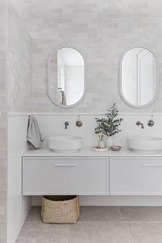 Weekly dose of inspiration we love Beach House Bathroom, Laundry In Bathroom, Bathroom Renos, Master Bathroom, Hampton Style Bathrooms, Upstairs Bathrooms, Bathroom Styling, Bathroom Interior Design, Classic Bathroom