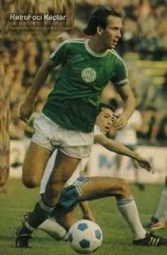 Tibor Nyilasi of Ferencvaros & Hungary in Retro Football, World Football, Sport Football, Football Players, Soccer, European Football, Hungary, Baseball Cards, Running