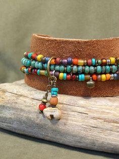 Turquoise Bracelet  Beaded Bracelet  Suede por StoneWearDesigns, $52.00