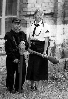 WW2 Photo WWII German Children with Panzerfaust World War Two Wehrmacht / 2501