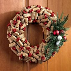 Holiday wine cork wreath - I guess I'll need to add wine to the menu since I seem to be drawn to wine bottle and wine cork crafts lately, lol. Wine Craft, Wine Cork Crafts, Bottle Crafts, Crafts With Corks, Holiday Wreaths, Holiday Crafts, Christmas Decorations, Christmas Wreaths For Front Door, Door Wreaths