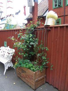 plank falurött Plank, Fence, Pergola, Outdoor Structures, Garden, Garten, Outdoor Pergola, Lawn And Garden, Gardens