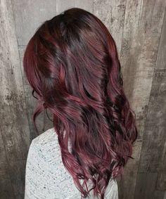 15 Mahogany Hair Color Shades You Have to See Dark Auburn Hair Color, Dark Red Hair, Burgundy Hair, Hair Color Shades, Red Hair Color, Color Depositing Shampoo, Red Hair Looks, Mahogany Hair, Barrel Curls