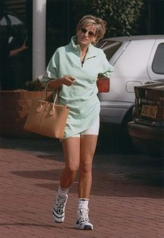 Diana, Princess of Wales Lady Diana Spencer, Diana Photo, Mode Outfits, Casual Outfits, 90s Fashion, Fashion Outfits, Fashion Women, Princess Diana Fashion, Fashion Clothes