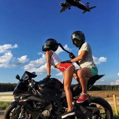 2018 at utc Bike Couple, Motorcycle Couple, Motorcycle Bike, Motocross Couple, Kylie Jenner Fotos, Fille Gangsta, Bike Photoshoot, Motorbike Girl, Dirt Bike Girl