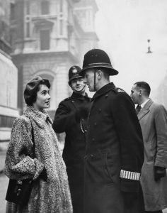 Elizabeth Taylor - The poor man probably wanted to faint!