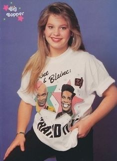 DJ Tanner rockin' a Blaine & Antoine shirt. 'In Living Color' I give her Two Snaps Up! Candace Cameron Bure, Full House Tv Show, Full House Dj Tanner, Cute Celebrities, Celebs, Candance Cameron, Stephanie Tanner, Funny Dresses, Fuller House