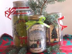 Things to do with your old holiday cards: Make a mason jar centerpiece! #DIY #Christmas