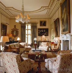 English country design ~ Robert Kime design Now this is a room! English Living Rooms, English Country Decor, Country Chic, English House, English Style, Country House Interior, Classic Interior, Cottage Interiors, My Living Room