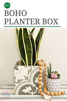 boho chic planter box Quick Crafts, Creative Crafts, Diy Crafts, Diy Planters, Planter Boxes, Cinder Block Garden, Diy Plant Stand, Sleepover Party, Boho Diy