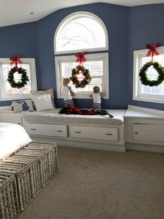 Christmas decor! diy wreaths idea over the window during the holidays at home. Perfect decoration for your room.