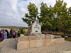 Fuente de la Fontanilla en Fregenal de la Sierra. Sierra, Sidewalk, Francisco Pizarro, Town Hall, Parks, Projects, Walkway, Walkways