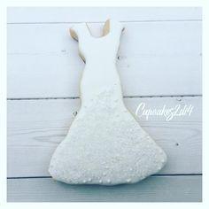 It's wedding season���� #wedding #weddinggown #weddingdress #showercookies #bridalshower #bridalshowercookies #ido #customcookies #weddingfavors #cookiefavors #royalicing #royalicingcookies #weddingdresscookies #torontocookies #torontobridalshower #gtacookies #416cookies #bridalparty #marthabakes #wiltoncakes #cupcakes2di4 http://gelinshop.com/ipost/1522070947808819535/?code=BUfe3Z3FjlP