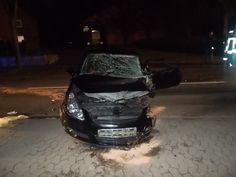 Schwere Verletzungen zog sich eine 21-jährige Autofahrerin zu, nachdem sie in Hille mit ihrem Auto von der Straße abkam und gegen einen Straßenbaum prallte.