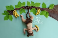 Just hanging around! Fun baby photoshoot idea that makes the cutest baby image. Simple props can transform baby photography Monthly Baby Photos, Newborn Baby Photos, Baby Poses, Newborn Shoot, Newborn Pictures, Funny Baby Pictures, Baby Kostüm, Baby Boy Newborn, Baby Sleep