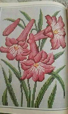 Cat Cross Stitches, Cross Stitch Bird, Cross Stitch Flowers, Cross Stitch Designs, Cross Stitch Embroidery, Hand Embroidery, Cross Stitch Patterns, Seed Bead Flowers, Beaded Flowers