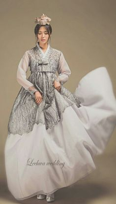 Korean Fashion – How to Dress up Korean Style – Designer Fashion Tips Korean Traditional Clothes, Traditional Fashion, Traditional Dresses, Korean Hanbok, Korean Dress, Korean Outfits, Wedding Dress Patterns, Wedding Dresses, Hanbok Wedding