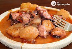 Mugardos, Galicia. Un guiso gallego de pulpo con patatas, cebolla, pimiento rojo y verde, un poquito de ajo y pimentón. Si te gusta el pulpo, está es tu receta. Preparación paso a paso y fotos.