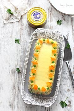 amestecare ingrediente salata ruseasca cu ton Grill Pan, Cantaloupe, Grilling, Fruit, Recipes, Food, Salads, Griddle Pan, Crickets