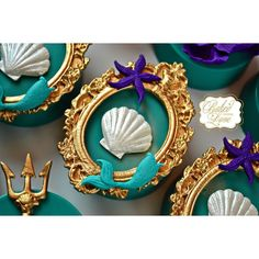 The Little Mermaid inspired Oreos for Antonella's birthday party! Gorgeous frame mold from the fabulous Mermaid Theme Birthday, Little Mermaid Birthday, Little Mermaid Parties, The Little Mermaid, Mermaid Baby Showers, Chocolate Covered Oreos, Chocolate Coins, Chocolate Party, Mermaid Cakes